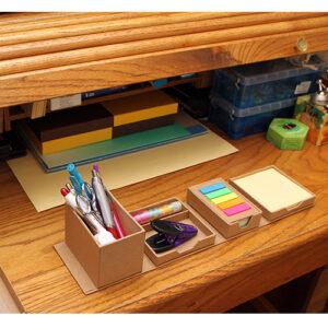 cubo ecologico con notas sobre escritorio