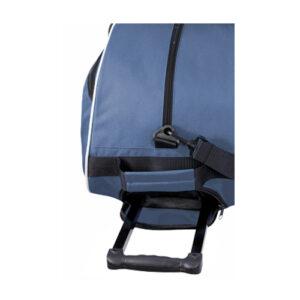 detalle de maleta con ruedas