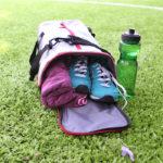 Maleta deportiva para zapatos en uso