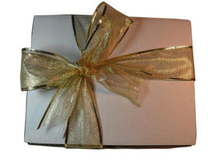 Caja blanca con moño para ideas para regalar esta Navidad